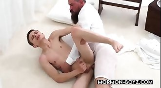 Daddy Bear Fucks The Cum Out Of Tiny Teen - MORMON-BOYZ.COM¸