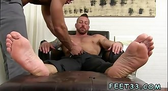Foot fetish for thug story gay Ricky is forced to odor Hugh's dress